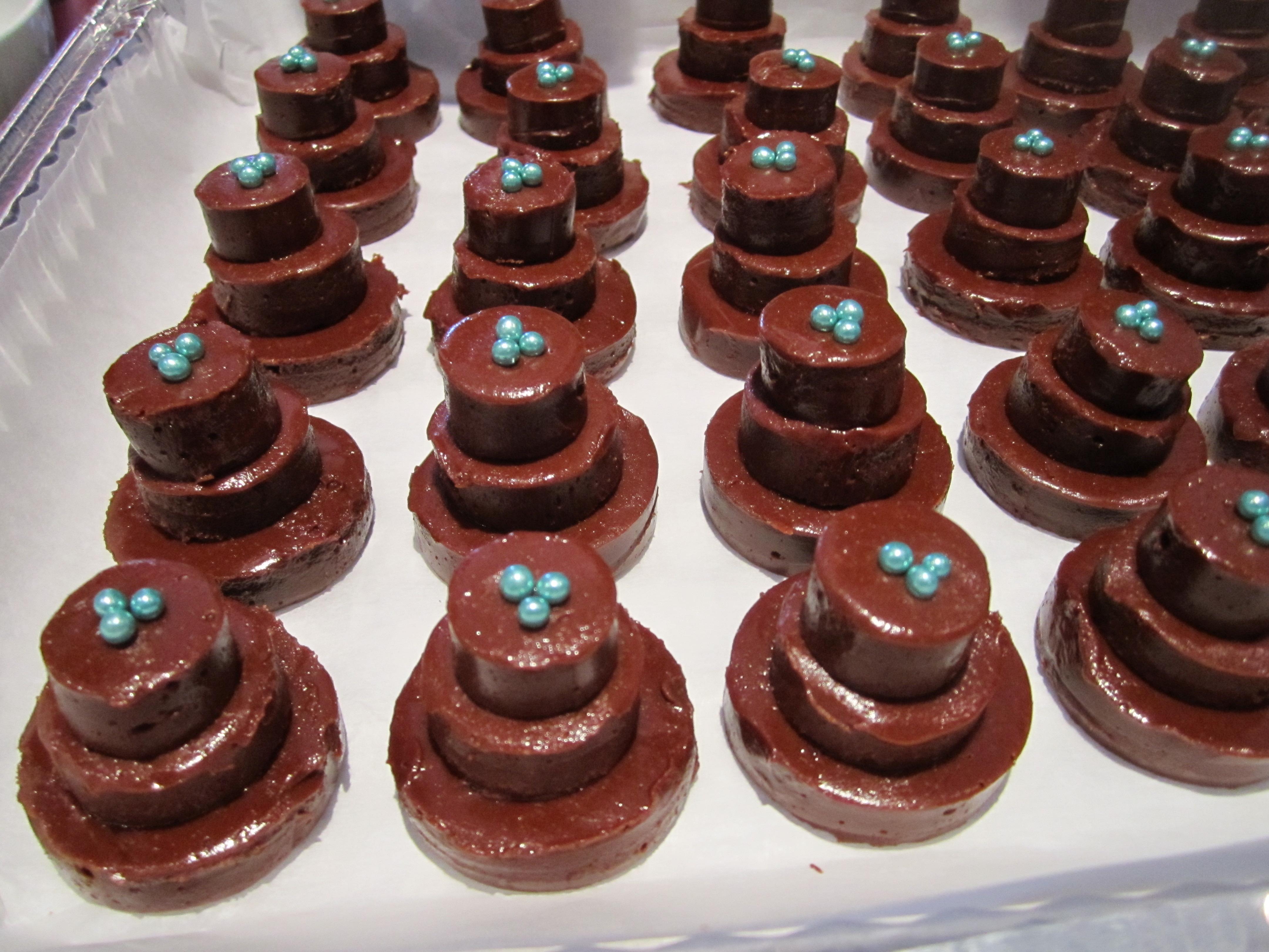 Mini Fudge Cakes Leslie The Foodie - Fudge Wedding Cake