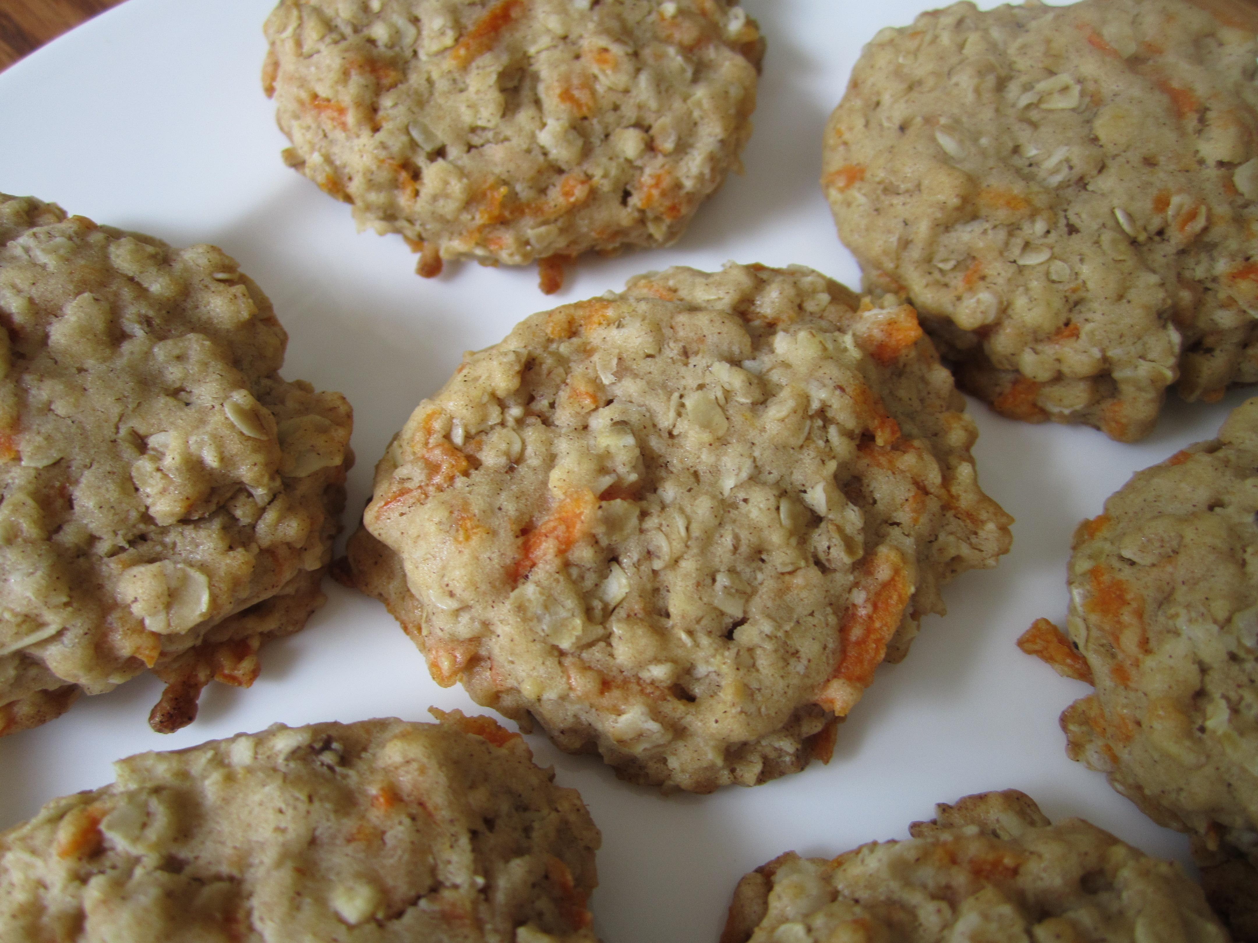 Carrot Oatmeal Cookies (Vegan!) | Leslie the Foodie