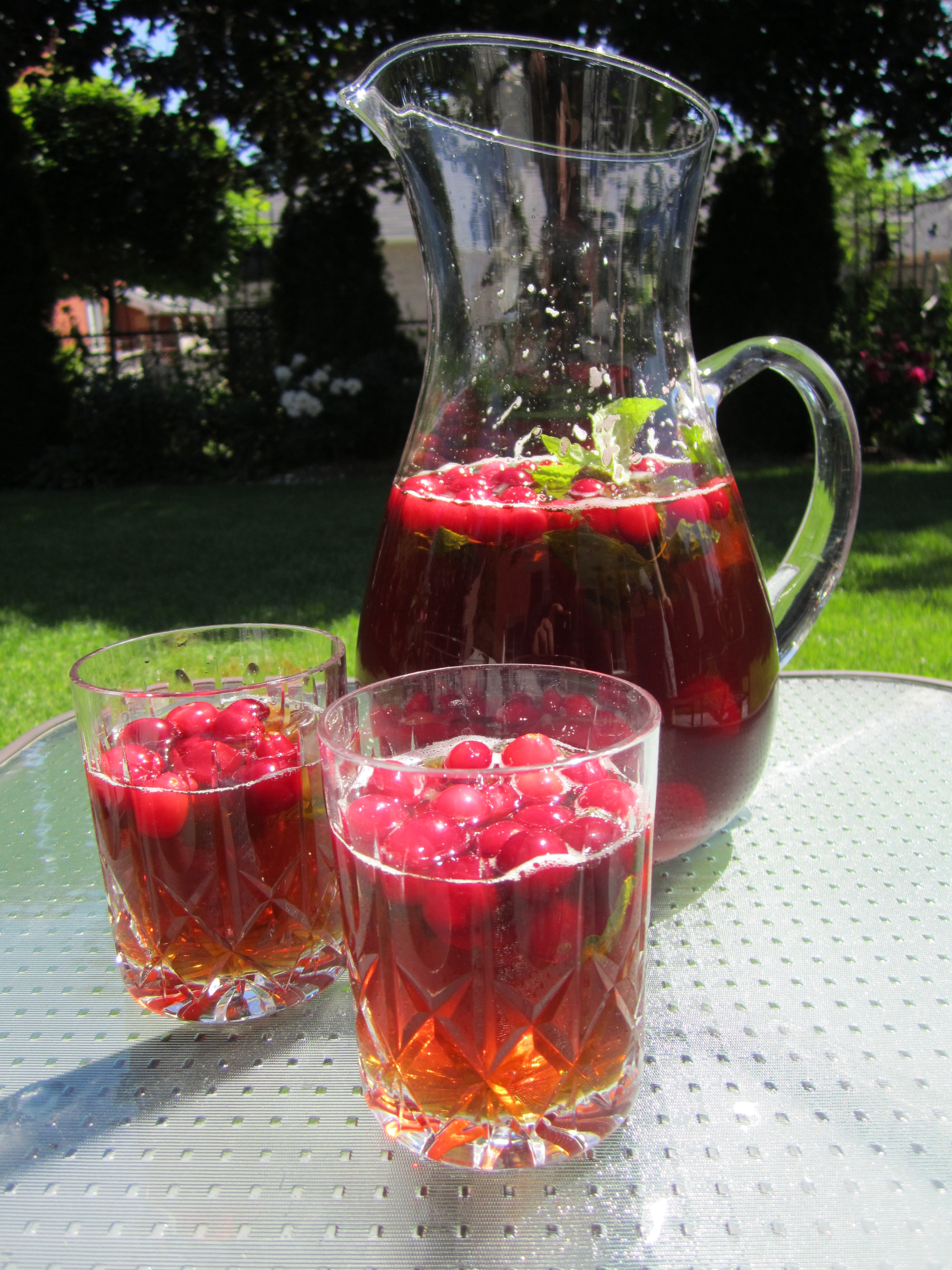 Black Iced Tea with Cranberries and Mint
