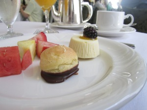 Cream puffs and mini cheesecake